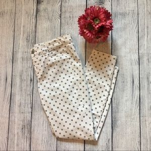 Ann Taylor Modern White Jeans with Flowers Size 6